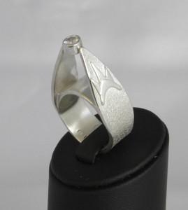 Vit safir i silverring, smycket heter New York
