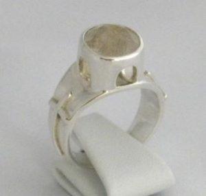 Smycket heter Rom och har en Rutil Kvarts